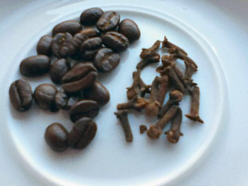Kaffe und Nelken